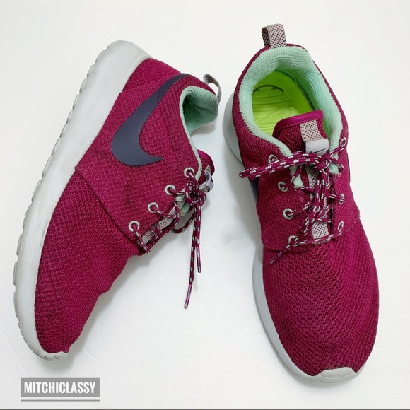 nouveaux styles f12f6 68636 •Nike• Roshe Run Maroon Shoes